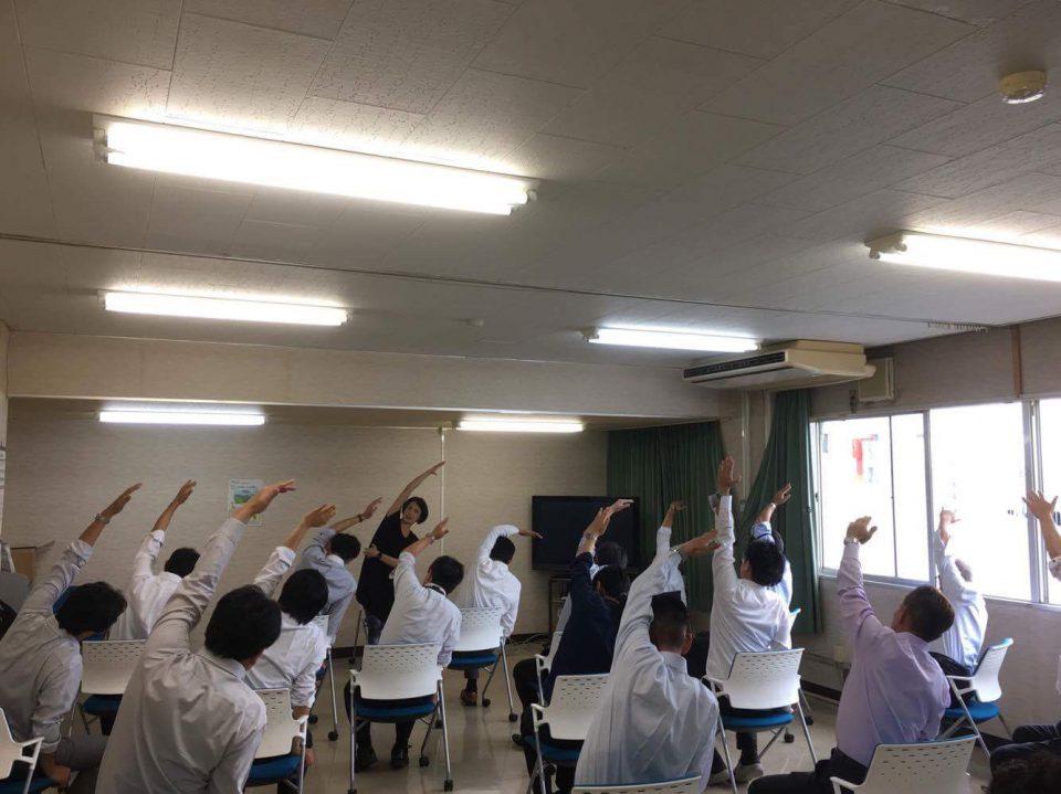 企業ヨガ ヨガインストラクター 鈴木伸枝